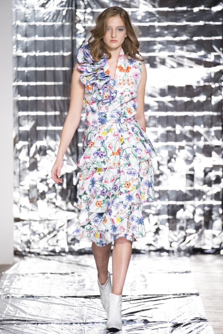 Асимметрия, цветочный рисунок и рюши - модные платья 2018 года