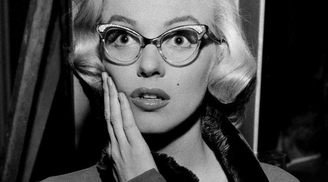 """Мэрилин Монро в очках """"бабочках"""""""