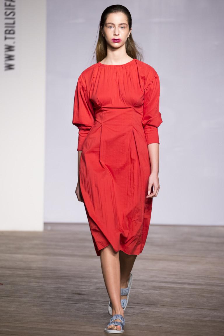 Красное платье из коллекции Mia Pailodze