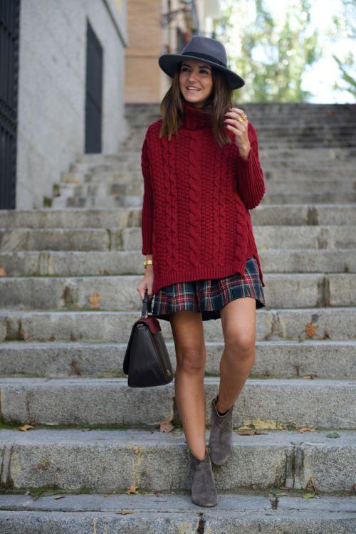 С чем носить клетчатую юбку мини - с объемным длинным свитером