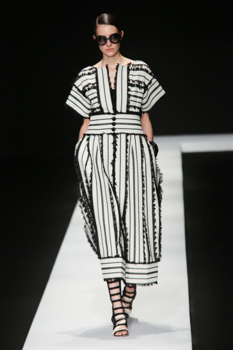 Платье на весну 2018 - черно-белые полосы