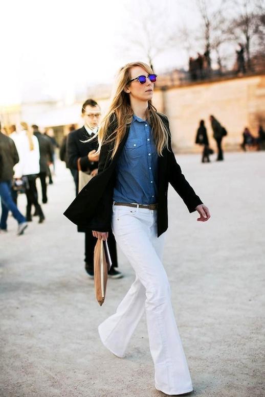С чем носить расклешенные белые джинсы: с жакетом и джинсовой рубашкой