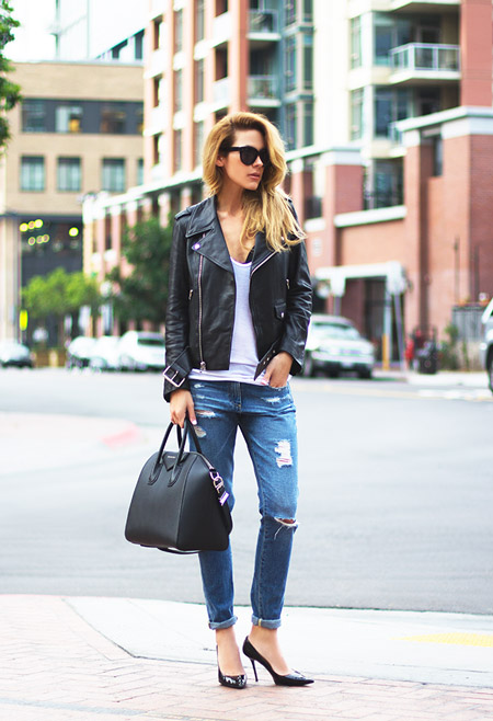 С чем носить рваные джинсы: с однотонной майкой, косухой и туфлями