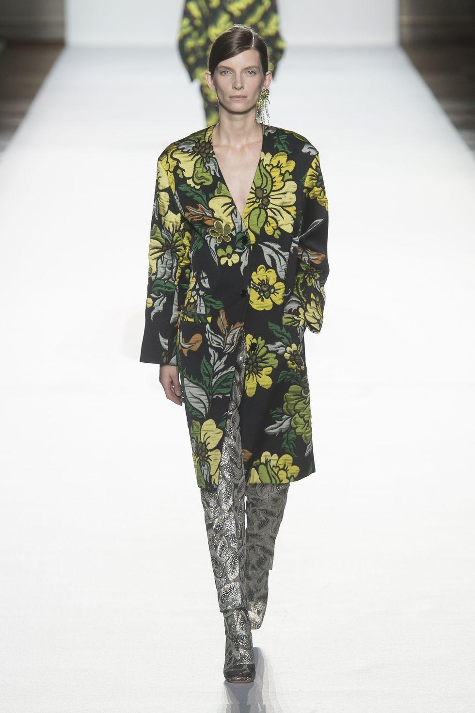 Цветочный принт в моделях верхней одежды. Dries Van Noten, весна 2018