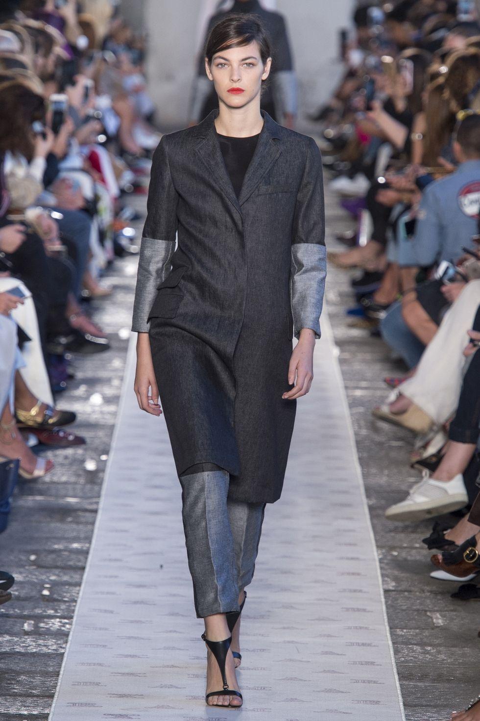 Одежда из денима - тренд весны 2018. Модный тренч от Max Mara