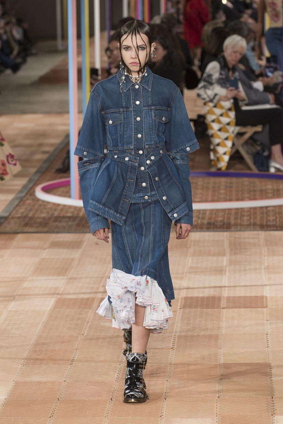 Модная джинсовая куртка на весну 2018 от Alexander McQueen