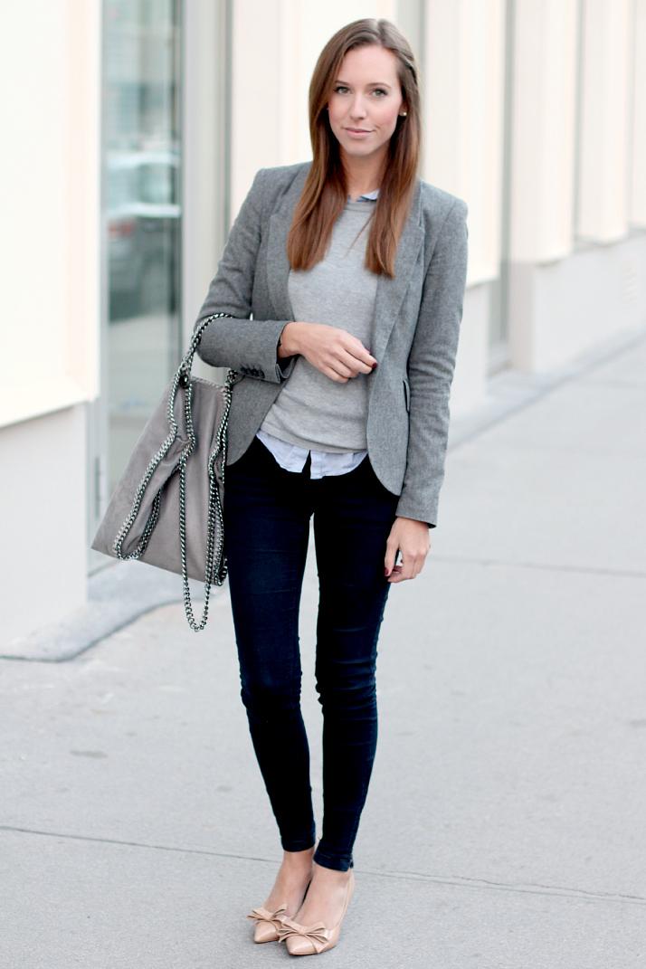С чем носить джинсы в деловом стиле: с рубашкой, свитером и жакетом