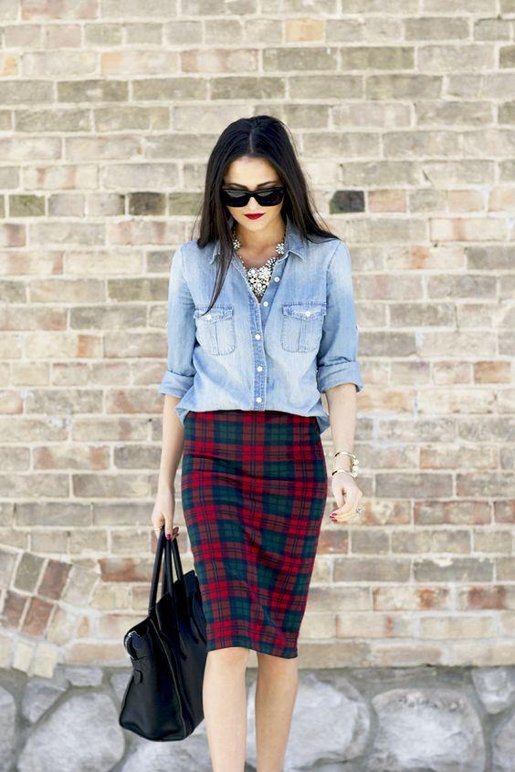 С чем носить юбку-шотландку - в сочетании с джинсовой рубашкой