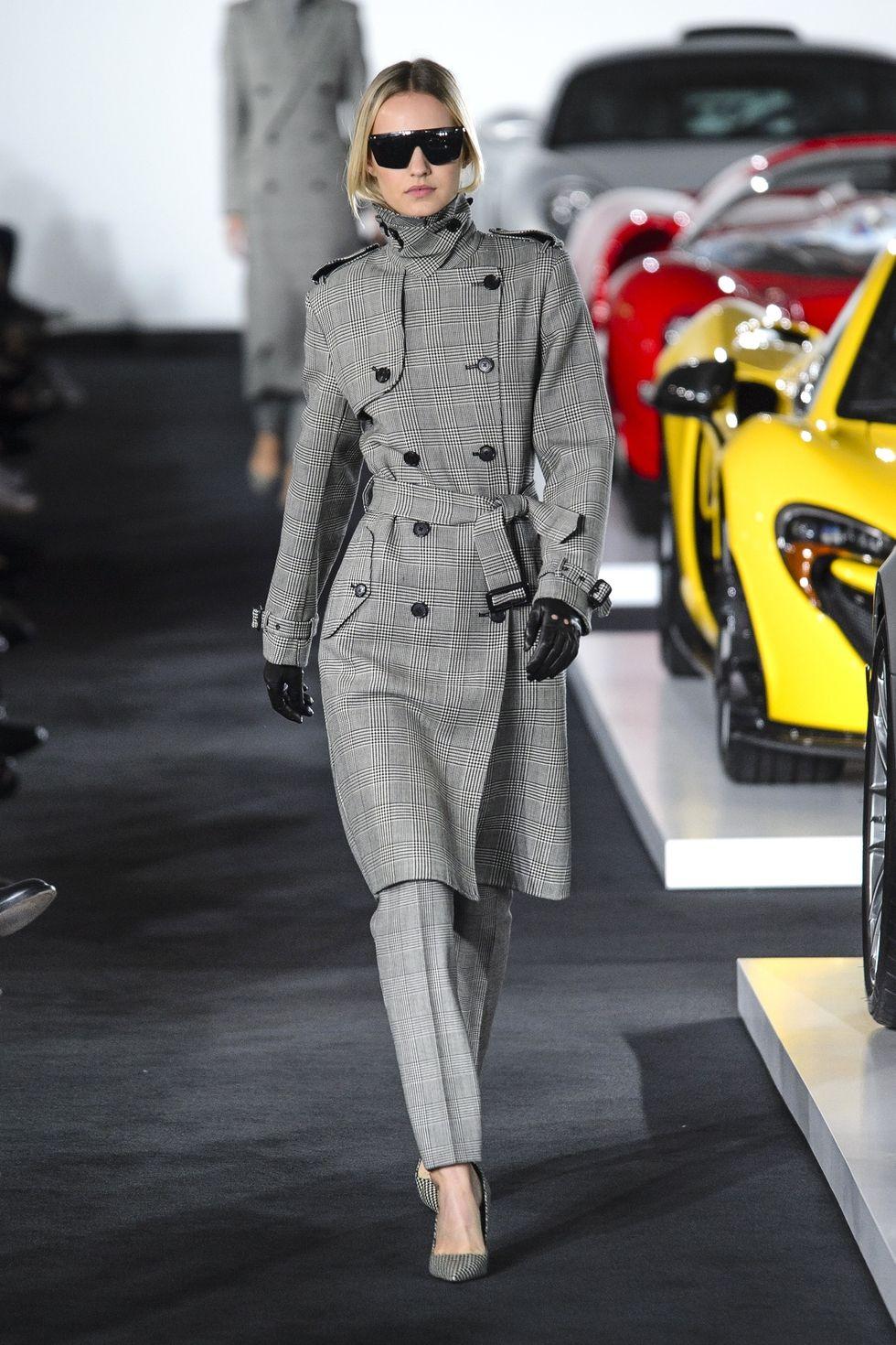 Модный клетчатый тренч из коллекции Ralph Lauren весна-лето 2018