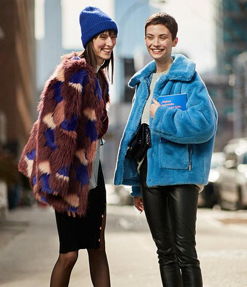 Искусственные полушубки на модницах. Париж, зима, наши дни