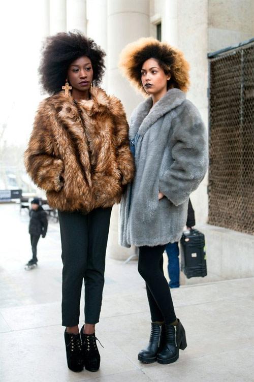 Модели позируют фотографу Филу О во время Недели моды в Париже сезона весна-лето 2019