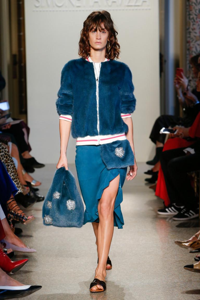 Модные куртки весна 2018 - меховой бомбер от Simonetta Ravizza
