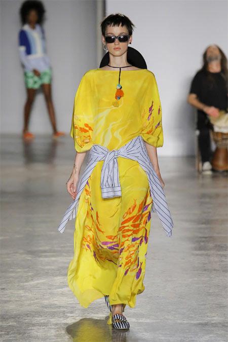 Желтое платье из коллекции Stella Jean весна-лето 2018