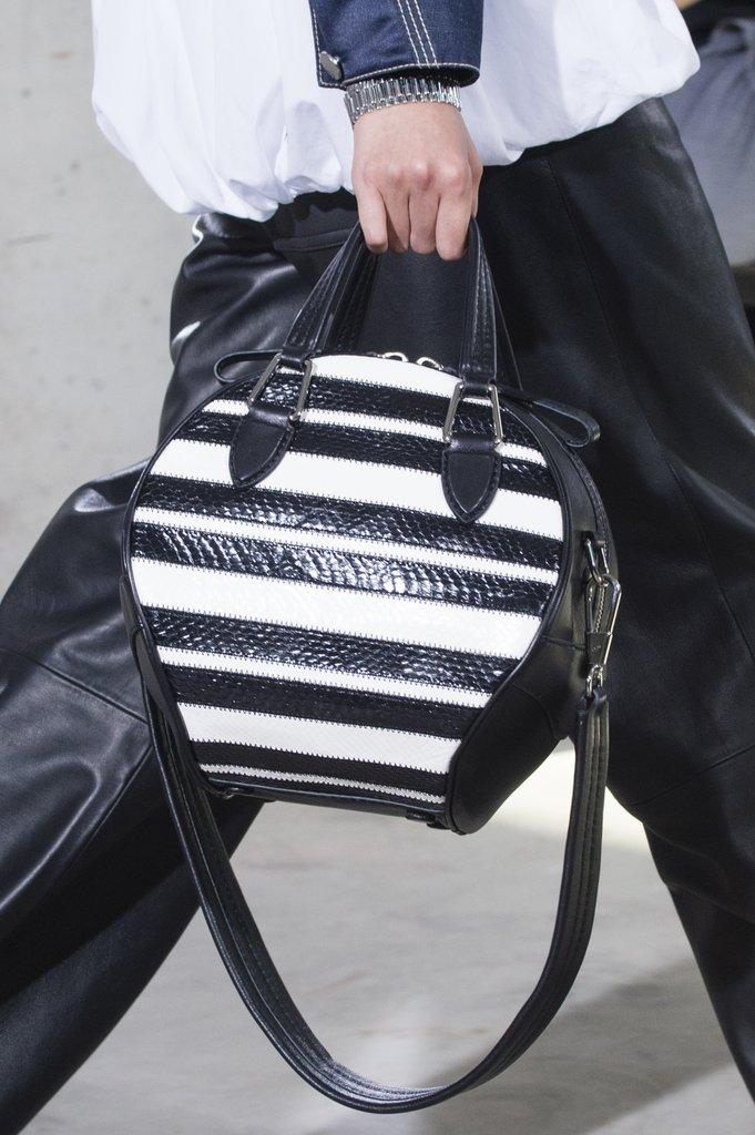 Черно-белая сумка в полоску. Коллекция 3.1 Phillip Lim