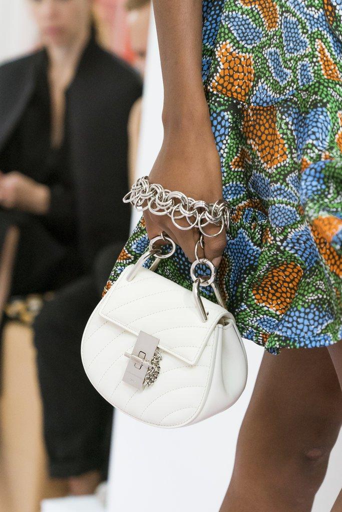Белая маленькая сумка на цепочке. Коллекция весна-лето 2018 Chloe