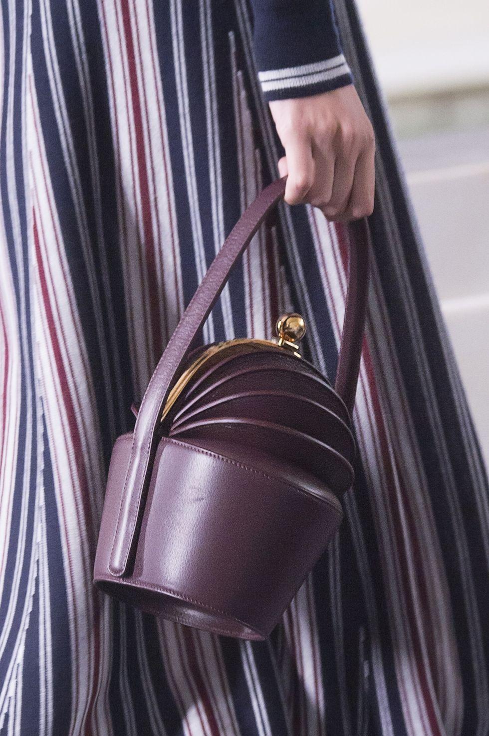 Сумка самого модного цвета 2018-го года - ультрафиолет - в весенне-летней коллекции Gabriela Hearst