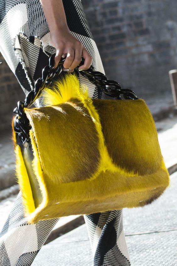 Меховая сумка из коллекции Marques Almeida