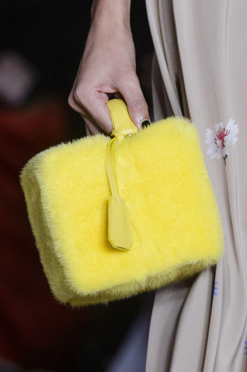 Желтая меховая сумка от Natasha Zinko