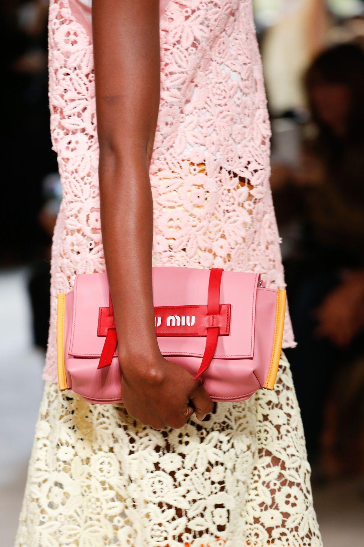 Розовая сумочка-клатч от Thom Browne весна-лето 2018