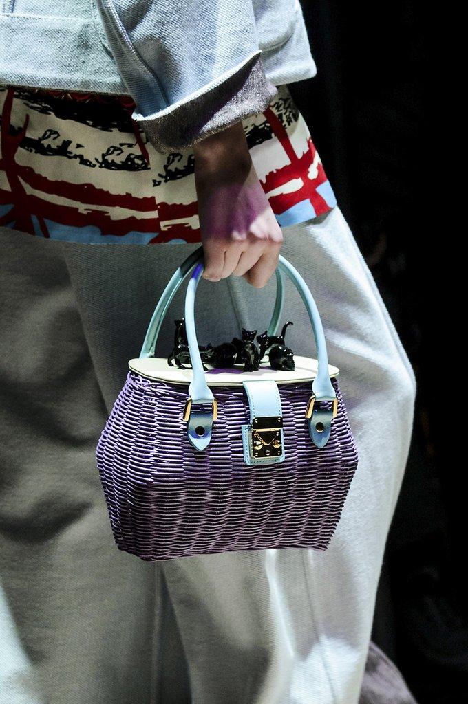 Плетеная фиолетовая сумка для весны и лета 2018