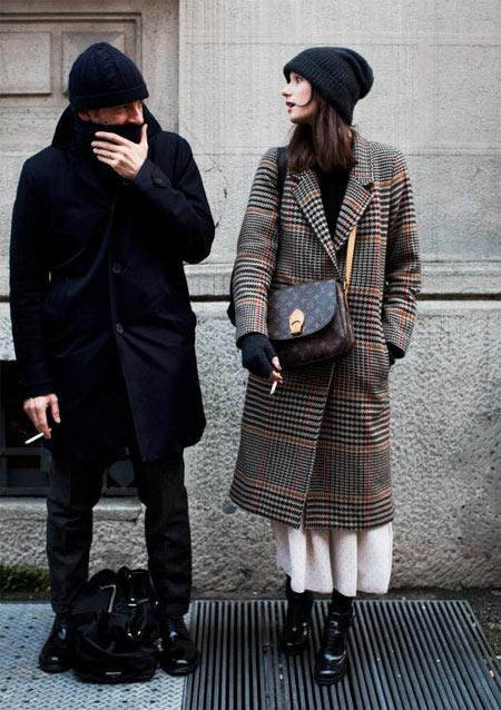 Клетчатое пальто, шапка, белая юбка