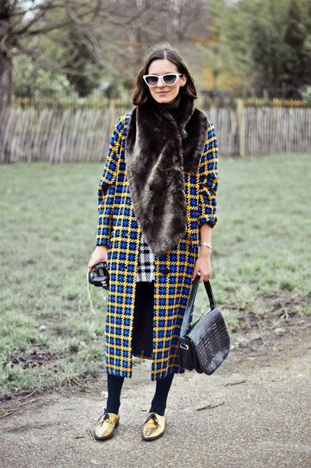 Клетчатое пальто и шарф