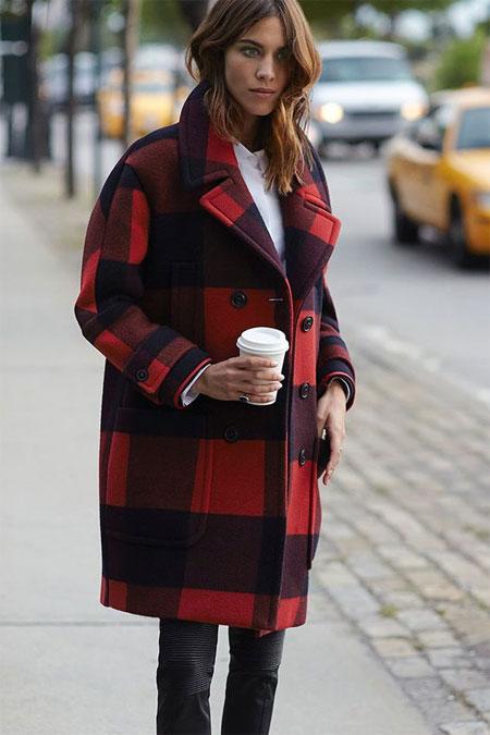 Красное клетчатое пальто