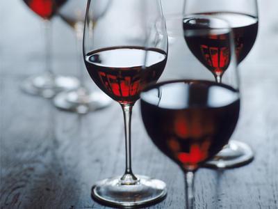 Красное вино возглавляет список худших напитков для встречи Нового года