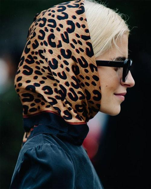 Косынка с леопардовым принтом: можно носить на шее, но необязательно