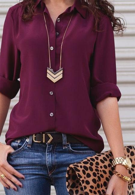 Фиолетовая блузка и джинсы