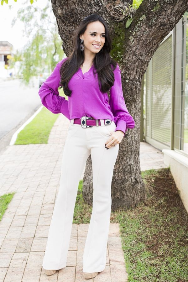Фиолетовая блузка в сочетании с фиолетовым ремешком