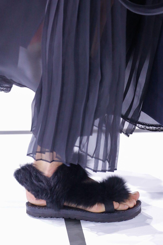 Меховые сандалии для лета. Коллекция SS 2018, Sacai