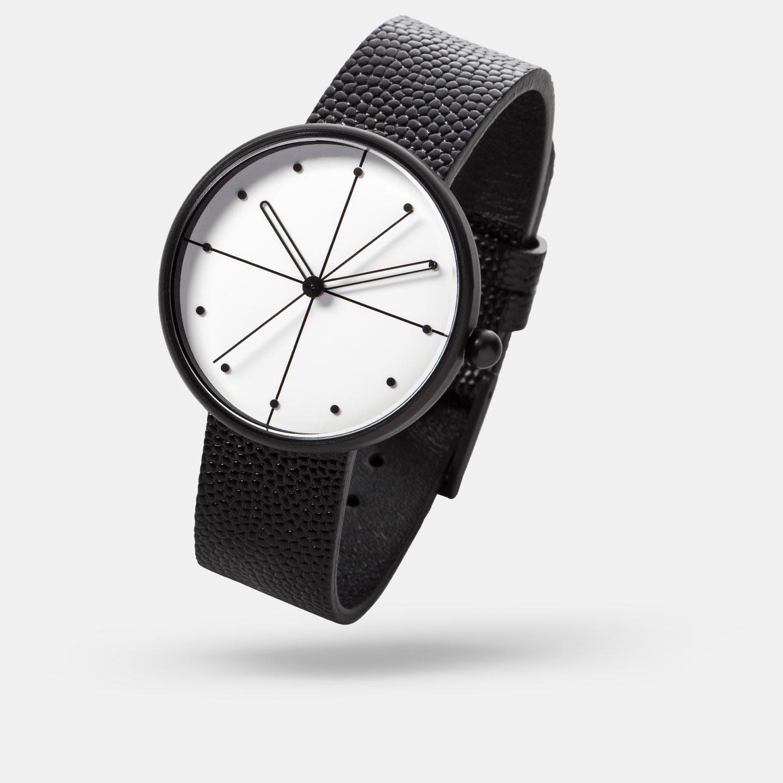 Модные женские часы 2018 - строгие линии на циферблате