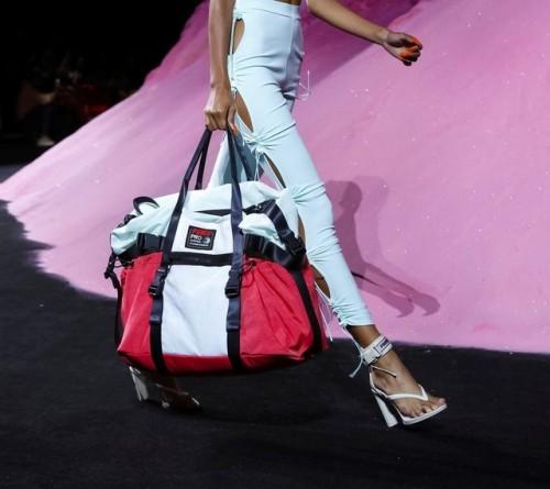 Какие шлепки в моде 2018 - спортивные модели на каблуке