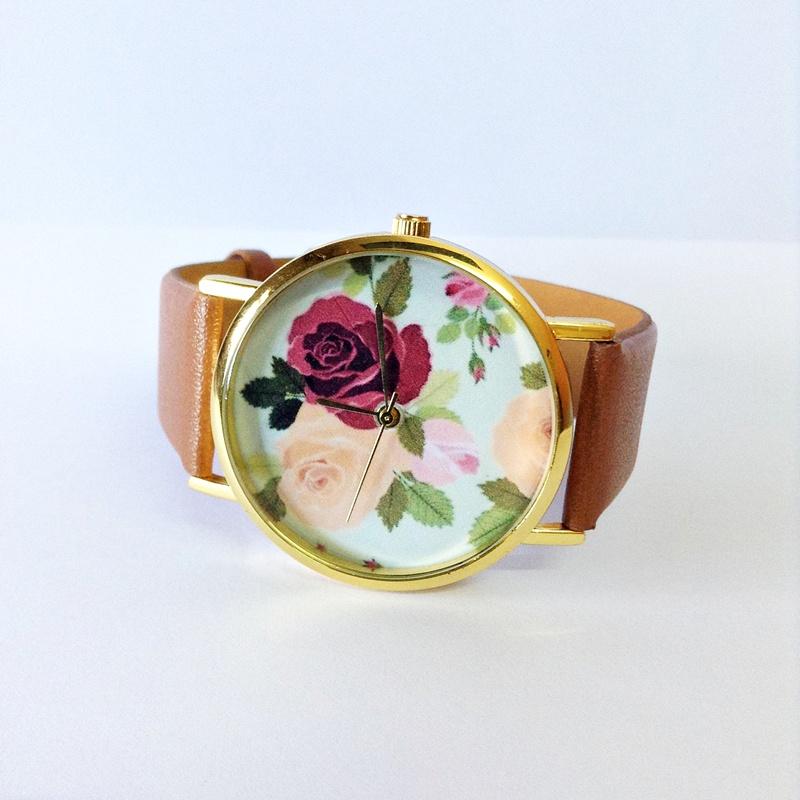 Модель часов в ретро стиле с цветами на циферблате