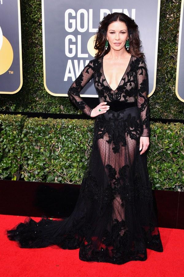 Кэтрин Зета-Джонс в черном кружевном платье