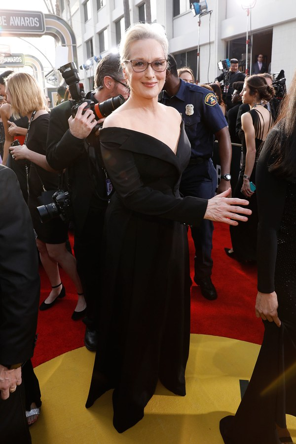Мерил Стрип в черном платье с открытыми плечами