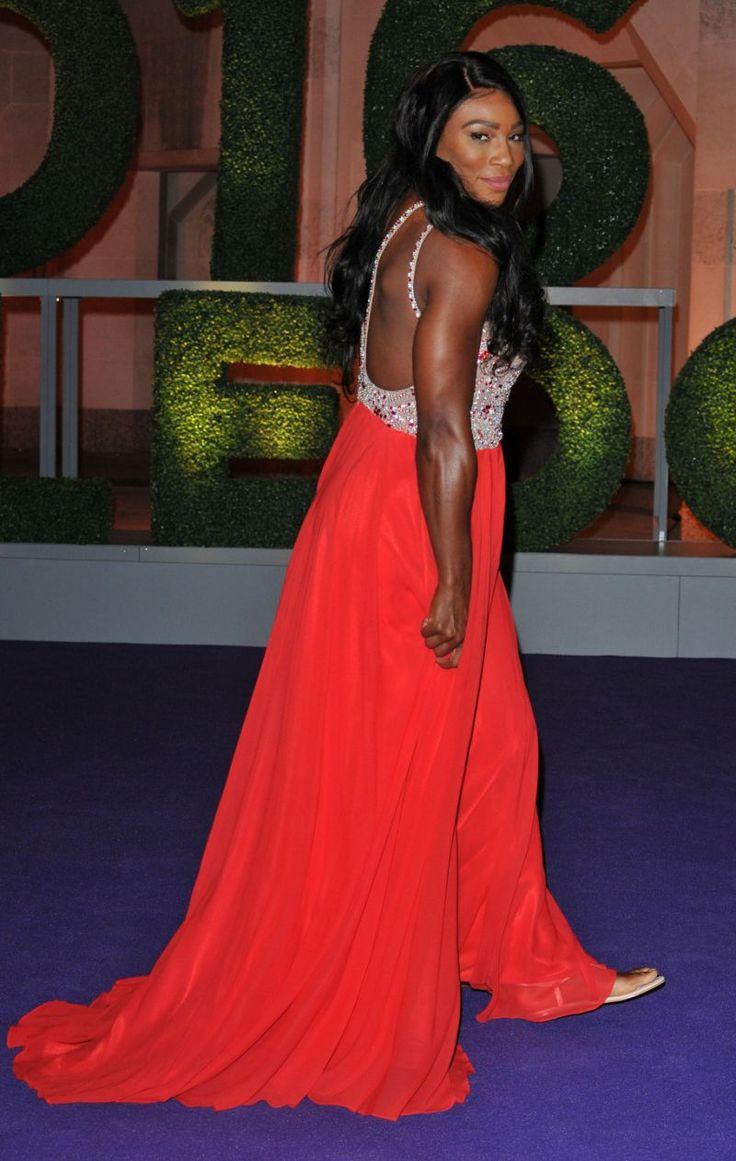 Серена Уильямс в вечернем платье и шлепанцах