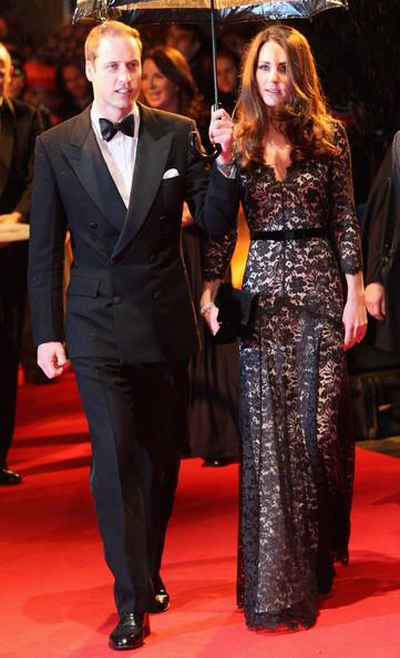 Кейт Миддлтон в длинном кружевном платье