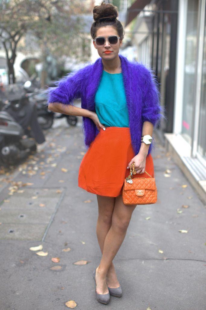 Красная юбка и мятная юбка - образ в стиле колор блок