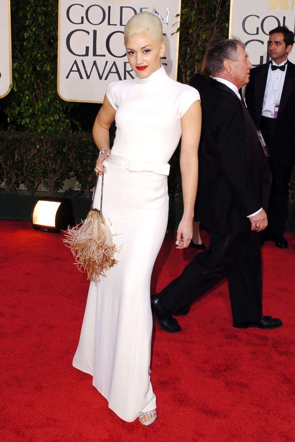 Гвен Стефани в длинном закрытом белом платье