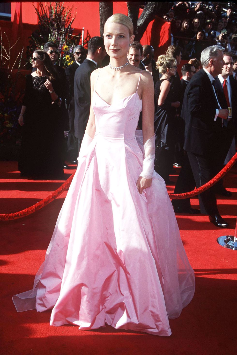 Гвинет Пэлтроу в пышном розовом платье