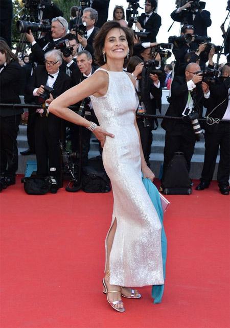 Инес де ля Фрессанж в белом платье