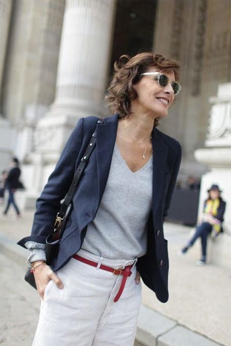 Белые джинсы, джемпер, жакет - базовые вещи гардероба Инес де ля Фрессанж