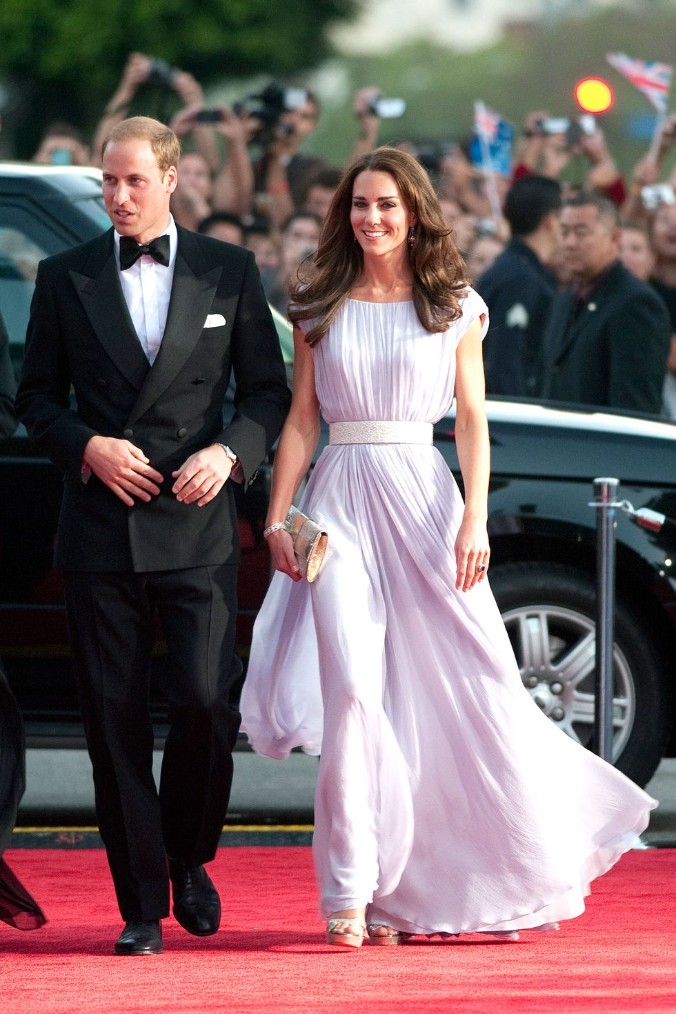 Кейт Миддлтон в легком платье в пол