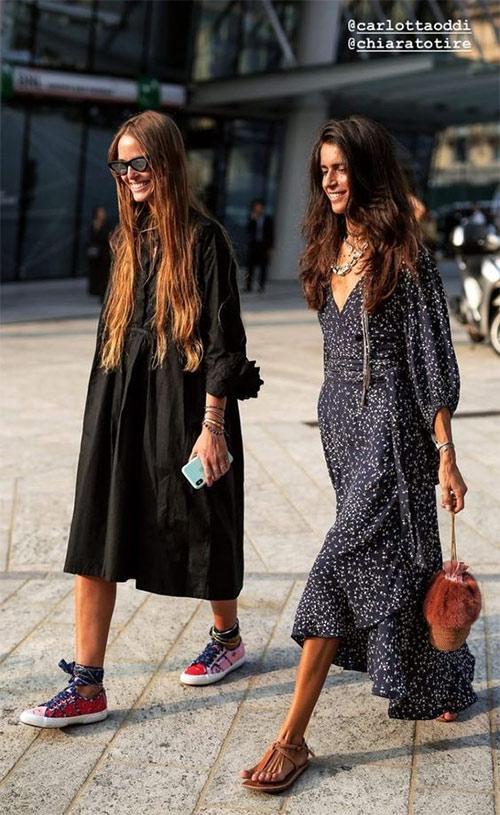 Городские модницы выбирают спортивную обувь - так удобнее