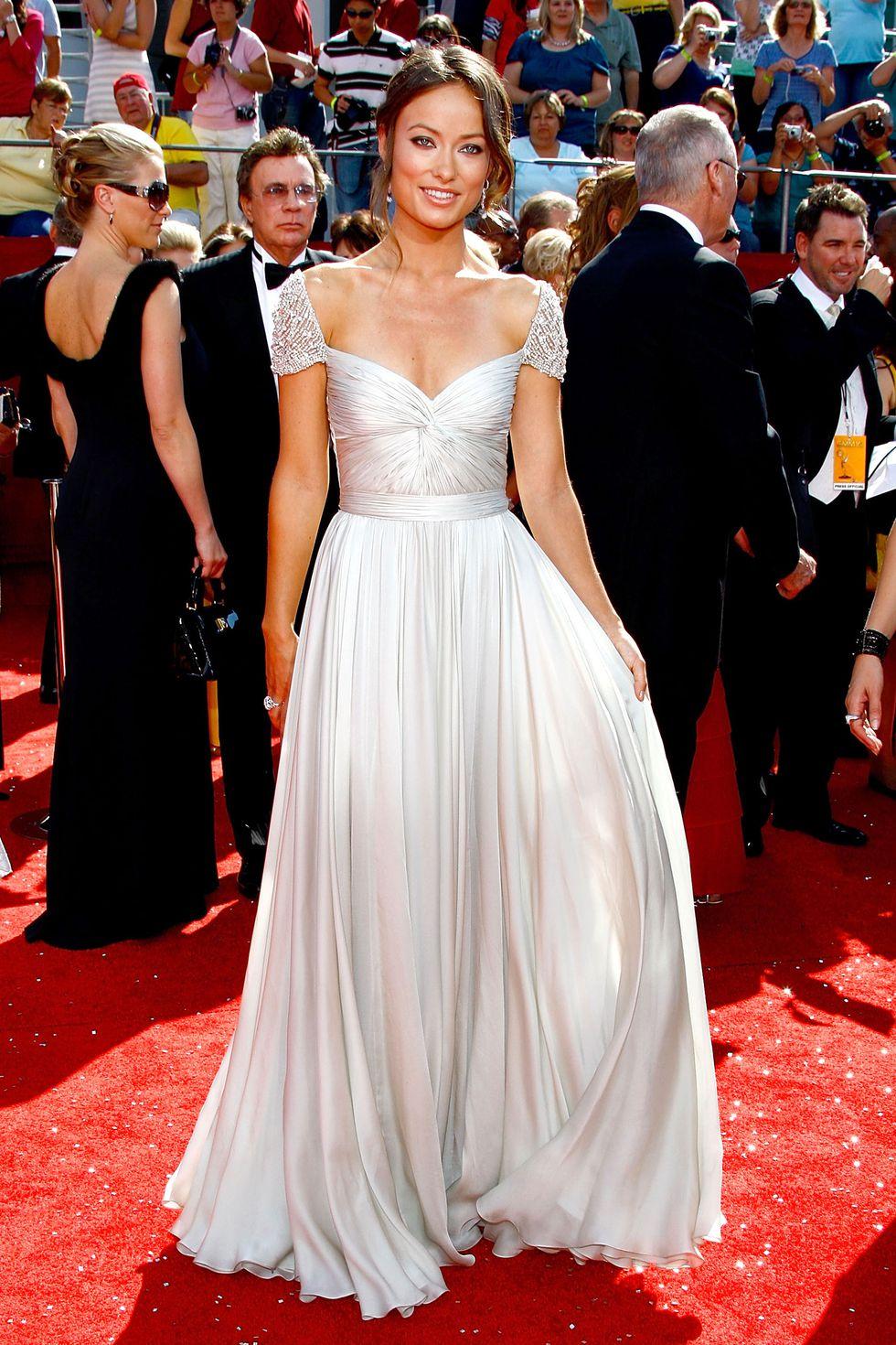Оливия Уайлд в длинном платье с юбкой в складку