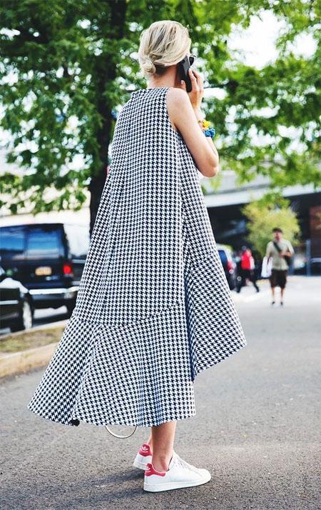 Платье в клетку асимметричного кроя для лета 2018