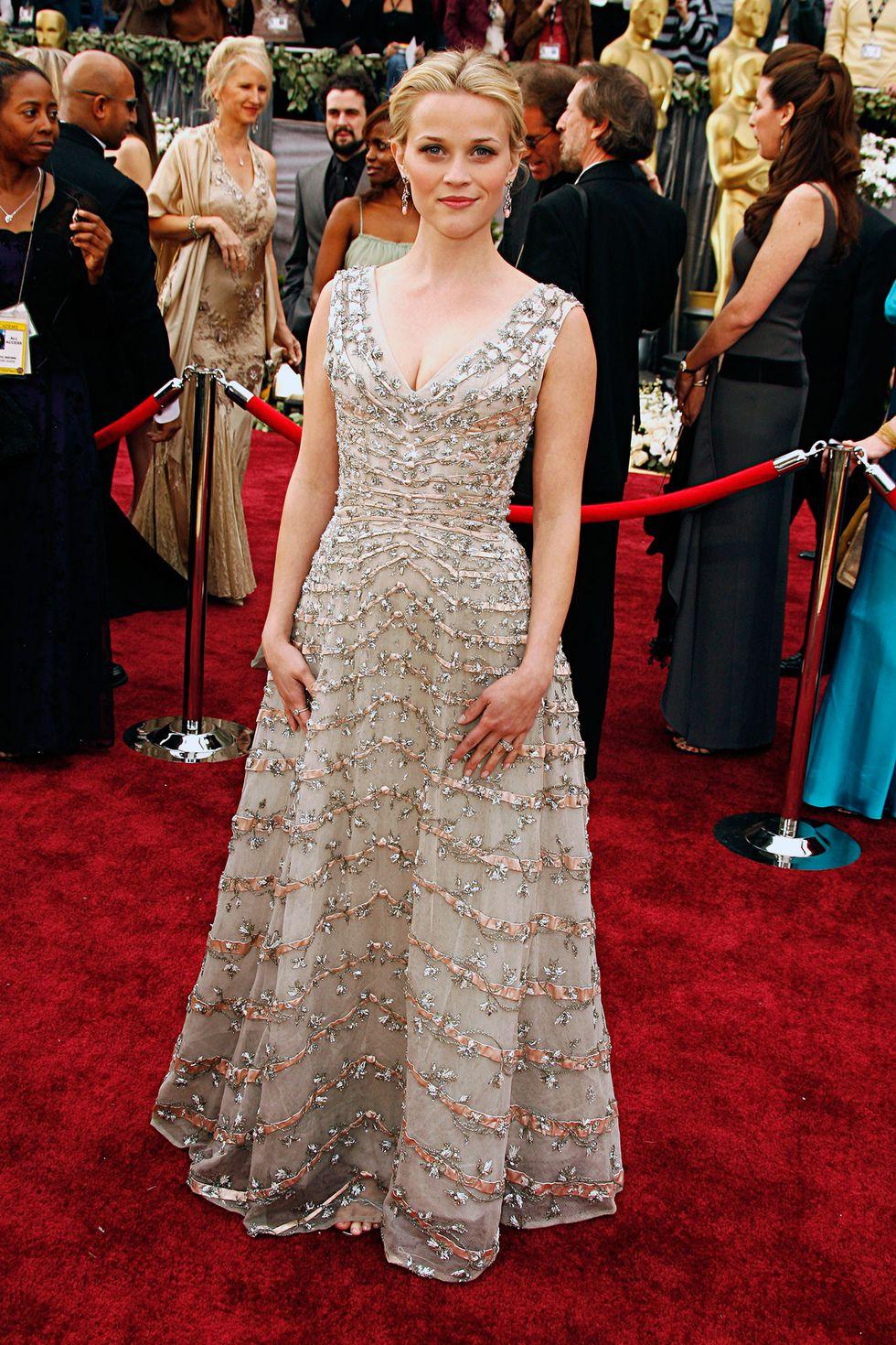 Риз Уизерспун в длинном платье с декольте. Фото платьев на выпускной