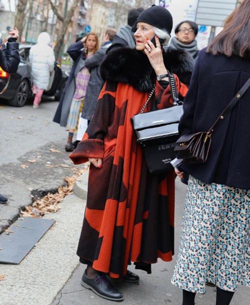 Итальянская модница в пальто оверсайз 2018